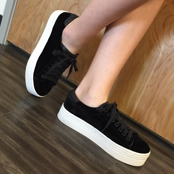 f99ded771bb0 Marc Fisher Emmy Platform Sneaker. M 5a6280d89a94556922e33e73